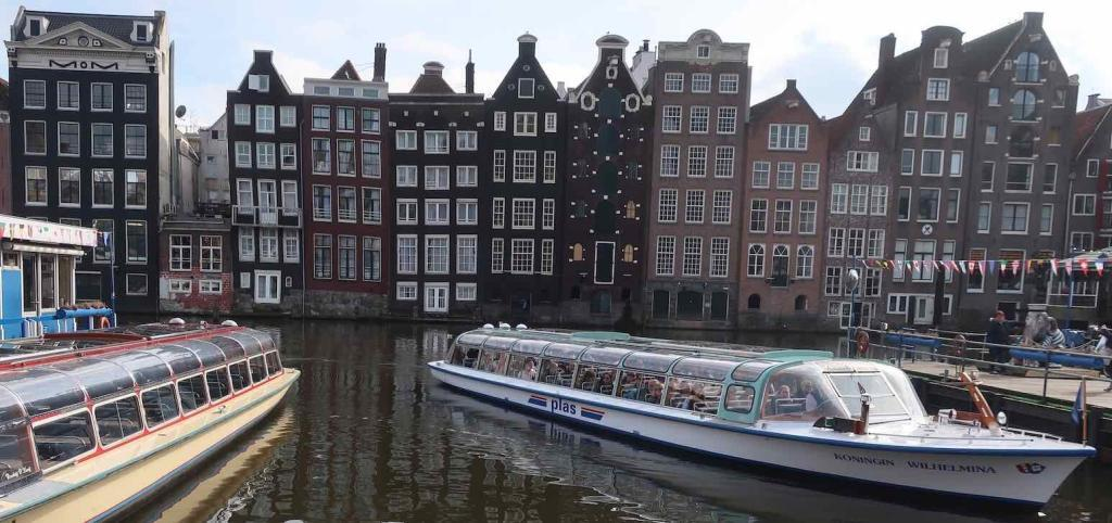 Amsterdam Canal Tours Near Central Station Plas