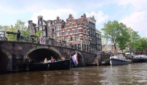 Questions about Amsterdam canals