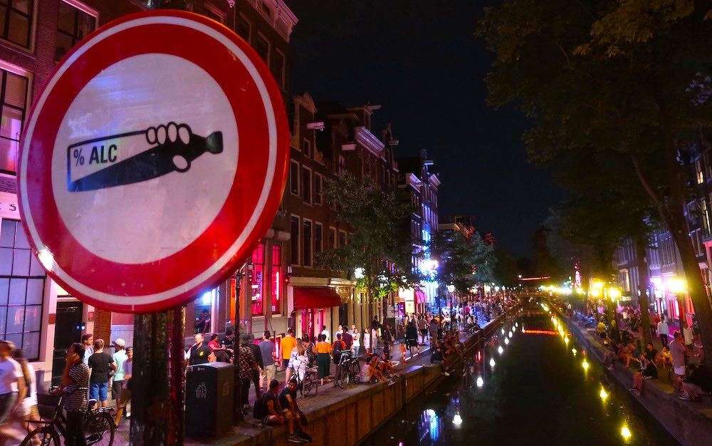 hotels in amsterdam central red light district