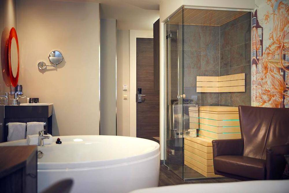 good hotels in amsterdam central